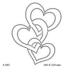 футболка с рисунком Три скреплённых сердца