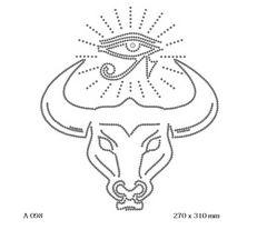 футболка с изображением Бык с египетским глазом