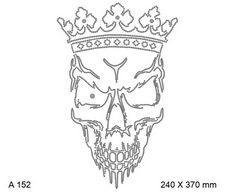 футболка с рисунком Оскаливающийся череп в короне